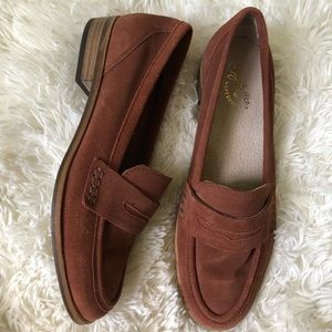 Seychelle's brown suede penny loafers size 7